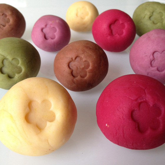 DIY: Homemade Playdough with Natural Colouring - Little Green Dot
